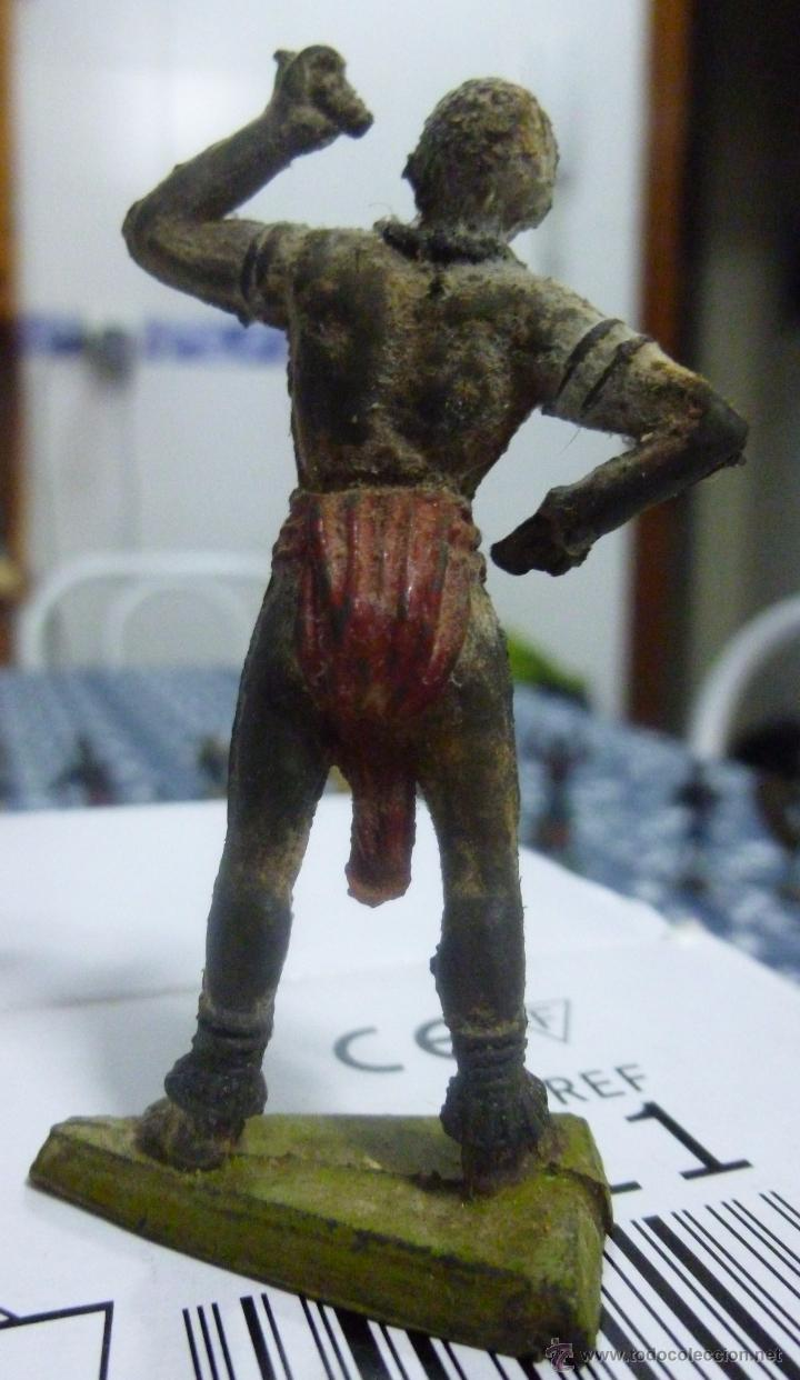 Figuras de Goma y PVC: Muñeco de Goma Guerrero africano años 60 Original de época - Foto 2 - 50094628