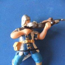 Figuras de Goma y PVC: MEDIEVAL CON BALLESTA AZUL PAPO AÑO 2000 DESCATALOGADO. Lote 50100502