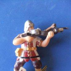Figuras de Goma y PVC: MEDIEVAL CON BALLESTA ROJO PAPO AÑO 2000 DESCATALOGADO. Lote 50100545