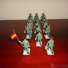 Figuras de Goma y PVC: 18 FIGURAS PERTENECIENTES A LA SERIE DESFILES REAMSA GOMARSA AÑOS 60 70 GUARDIA CIVIL CON BANDERA. Lote 50339557