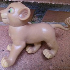 Figuras de Goma y PVC: FIGURA SIMBA EL REY LEÓN DISNEY. Lote 50670945