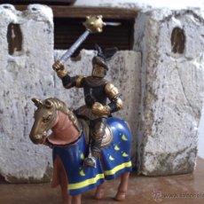 Figuras de Borracha e PVC: EL CABALLERO NEGRO GUERRERO Y CABALLO SON DE GOMA. Lote 50931744