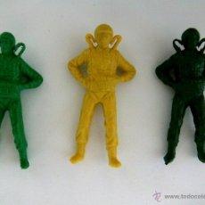 Figuras de Goma y PVC: LOTE 3 HALCONES DEL ESPACIO - PARACAIDISTAS - MONTAPLEX ESJUSA - KIOSKO AÑOS 70´S. Lote 50961751