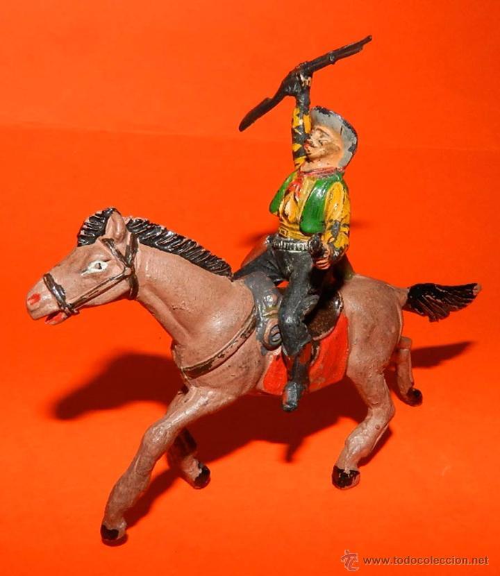 Figuras de Goma y PVC: VAQUERO GOMA PECH, A CABALLO, TAL COMO SE VE EN LAS FOTOS PUESTAS. - Foto 2 - 51119930