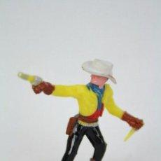 Figuras de Goma y PVC: FIGURA DE PLÁSTICO - SOTORRES. VAQUERO CON PISTOLA Y CUCHILLO - SOMBRERO DESMONTABLE - ALTO 6 CM. Lote 51314635