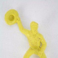 Figuras de Goma y PVC: FIGURA DE PLÁSTICO - PIPERO. VAQUERO A CABALLO CON SOMBRERO - COLOR AMARILLO - MEDIDAS ALTO 8,5 CM. Lote 51316571