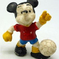 Figuras de Goma y PVC: MICKEY MOUSE FUTBOLISTA PVC WALT DISNEY COMICS SPAIN . Lote 51667811