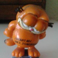 Figuras de Goma y PVC: FIGURA DEL GATO GARFIELD EN LA BÁSCULA. Lote 51785588