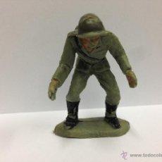Figuras de Goma y PVC: SOLDADO ALEMAN SERVIDOR DE CAÑON FABRICADO EN PVC MIDE 6 MM POR PECH. Lote 52361166