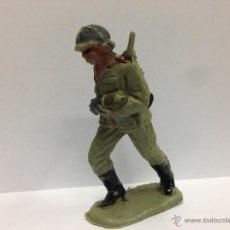 Figuras de Goma y PVC: SOLDADO ALEMAN SERVIDOR DE CAÑON FABRICADO EN PVC MIDE 6 MM POR PECH. Lote 52361208