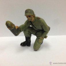Figuras de Goma y PVC: SOLDADO ALEMAN SERVIDOR DE CAÑON FABRICADO EN PVC MIDE 6 MM POR PECH. Lote 52361234