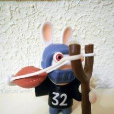Figuras de Goma y PVC: RABBID JUGADOR DE RUGBY (LOS RABBIDS INVADEN LOS DEPORTES). Lote 52377726