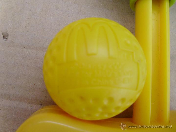 Figuras de Goma y PVC: JUGUETES PROMCIONALES DE MCDONALDS PALO EXTENSIBLE Y PELOTA 2005 - Foto 3 - 52432927
