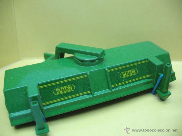 Figuras de Goma y PVC: BRITAINS Ref: 9559 - Personaje agricultor y accesorio para tractor - Escala 1:32 - Foto 3 - 52495954