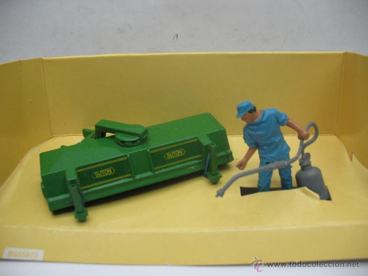 Figuras de Goma y PVC: BRITAINS Ref: 9559 - Personaje agricultor y accesorio para tractor - Escala 1:32 - Foto 5 - 52495954