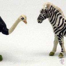 Figuras de Borracha e PVC: CEBRA Y AVESTRUZ GOMA BRITAINS ENGLAND 1972 AVESTRUZ MOVIMIENTO CUELLO. Lote 52883391