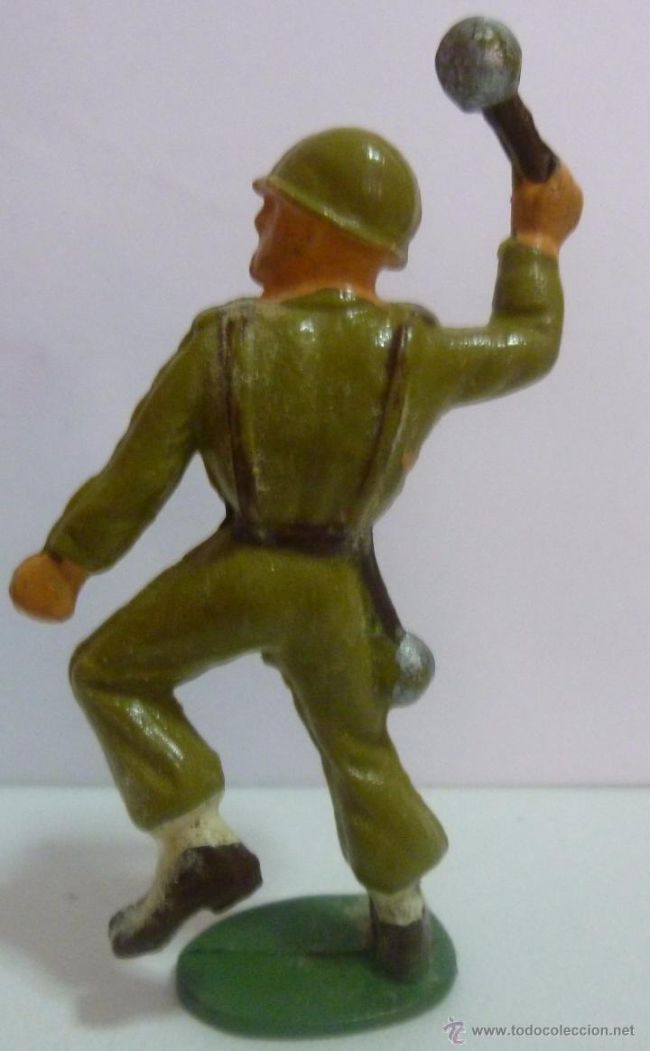 Figuras de Goma y PVC: Muñeco de goma soldado lanzando granada o bomba de mano Marca Starlux años 60 - Foto 2 - 52934509