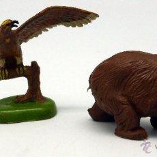 Figuras de Goma y PVC: AGUILA Y OSO PARDO GOMA BRITAINS ENGLAND 1971 . Lote 52959515