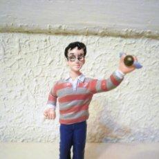 Figuras de Goma y PVC: FIGURA PVC HARRY POTTER CON SNITCH DORADA. Lote 53199026