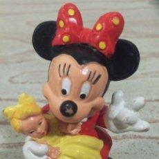 Figuras de Goma y PVC: FIGURA DE PVC , DISNEY , BULLY , BULLYLAND , MADE IN GERMANY , MINNIE MOUSE CON MUÑECA , 6.5 CMS. Lote 53286176