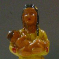 Figuras de Goma y PVC: MUÑECO DE GOMA, MUJER INDIA CON BEBÉ MARCA STARLUX. Lote 53288766