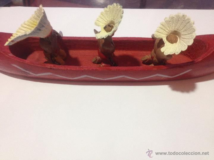 Figuras de Goma y PVC: PRECIOSA Y ANTIGUA CANOA MADERA + 3 FIGURAS PLASTICO INDIOS REMEROS REAMSA - Foto 5 - 53312897