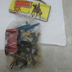 Figuras de Goma y PVC: RODEO - SET CON INDIOS, CABALLOS Y CARRO. Lote 53314292