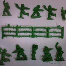 Figuras de Goma y PVC: MONTAPLEX - ESPAÑOLES CON ALAMBRADA COLOR VERDE ---- (REF M1 ARRMU). Lote 53394659