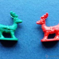 Figuras Kinder: LOTE 2 FIGURAS DE CIERVO VERDE Y ROJO TIPO KINDER 2 X 2,5 CM. Lote 53402267