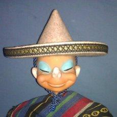 Figuras de Goma y PVC: RARÍSIMO MUÑECO DE GOMA DE MEXICANO CON SU GORRO - 35 CMS. APROX. - PUEDE SER DE FAMOSA - AÑOS 60/70. Lote 53864815