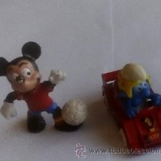 Figuras de Goma y PVC: LOTE 2 MUÑECOS DE GOMA ANTIGUOS MICKEY MOUSE Y PITUFO CON COCHE DE UNOS 6 - 7 CMS. DE ALTO (FIGURAS). Lote 52962141