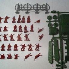 Figuras de Goma y PVC: MONTAPLEX SOLDADOS NORUEGA + TANQUE. Lote 54583690