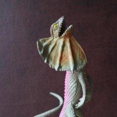 Figuras de Goma y PVC: DILOPHOSAURUS JURASSIC PARK WORLD DINOSAURIO JUGUETE. Lote 118352770