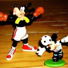 Figuras de Goma y PVC: 2 DISNEY PVC DEPORTE: MICKEY MOUSE FUTBOLISTA Y GOOFY BOXEADOR. Lote 56299793