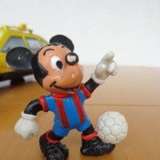 Figuras de Goma y PVC: FIGURA PVC - MICKEY FUTBOLISTA - BARÇA. Lote 56319507