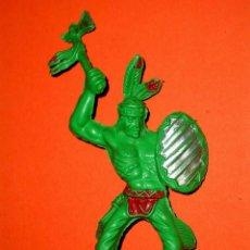 Figuras de Goma y PVC: GUERRERO INDIO TAMAÑO GRANDE, 12 CMS. FABRICADO EN PLÁSTICO, LAFREDO. ORIGINAL AÑOS 60.. Lote 56334634