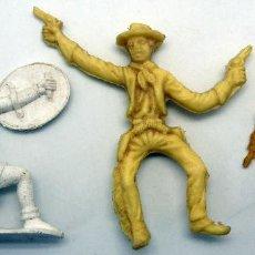 Figuras de Goma y PVC: 2 VAQUEROS REIGON Y MEDIEVAL PLÁSTICO PIPERO AÑOS 60 SIN PINTAR . Lote 56365077