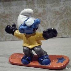 Figuras de Goma y PVC: FIGURA PVC O GOMA DURA PITUFO SOBRE TABLA DE SNOW SCHLEICH 97 PEYO MADE IN PORTUGAL. Lote 56700593
