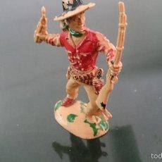 Figuras de Goma y PVC: FIGURA COWBOY VAQUERO CON DINAMITA Y FUSIL LAFREDO 10 CM. AÑOS 50-60. Lote 56886884