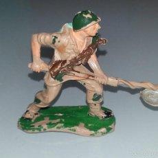 Figuras de Goma y PVC: PECH HERMANOS : AMERICANOS EN COMBATE - FIGURA DE PLASTICO - AÑOS 60 SOLDADO AMERICANO. Lote 57085720