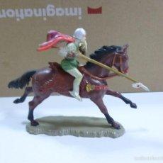 Figuras de Goma y PVC: MUÑECO DE GOMA SOLDADO MEDIEVAL A CABALLO MARCA STARLUX. Lote 57146377