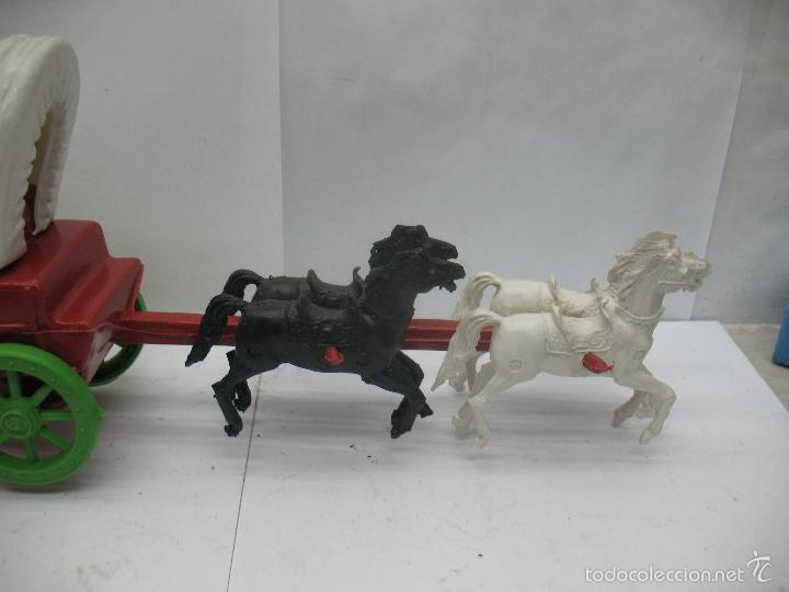 Figuras de Goma y PVC: Carruaje con caballos de plástico vaqueros oeste - Foto 3 - 57322326