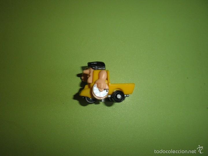 MUÑECO FIGURA HUEVO KINDER HOMBRE COCHE (Juguetes - Figuras de Gomas y Pvc - Kinder)