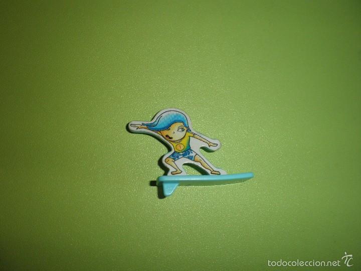MUÑECO FIGURA HUEVO KINDER NIÑO SURF (Juguetes - Figuras de Gomas y Pvc - Kinder)