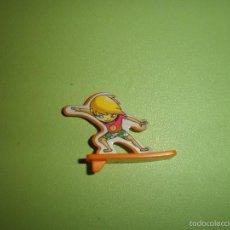Figuras Kinder: MUÑECO FIGURA HUEVO KINDER NIÑO TABLA. Lote 57371089