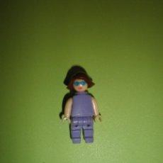 Figuras Kinder: MUÑECO FIGURA HUEVO KINDER MUJER VESTIDO MORADO. Lote 57371155