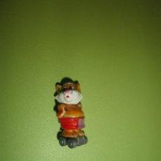 Figuras Kinder: MUÑECO FIGURA HUEVO KINDER GATO CON PATINES. Lote 118092102