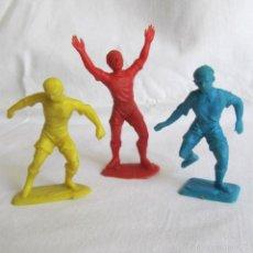 Figuras de Goma y PVC: 3 FIGURAS DE PLÁSTICO FUTBOLISTA. Lote 57397737