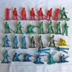 Figuras de Goma y PVC: 30 SOLDADOS DE PLÁSTICO 2ª GUERRA MUNDIAL. Lote 57541056