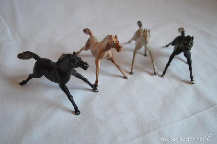 Figuras de Goma y PVC: Conjunto de caballos en goma. Aster, Reamsa. Años 50/60. romanjuguetesymas. - Foto 3 - 57644155